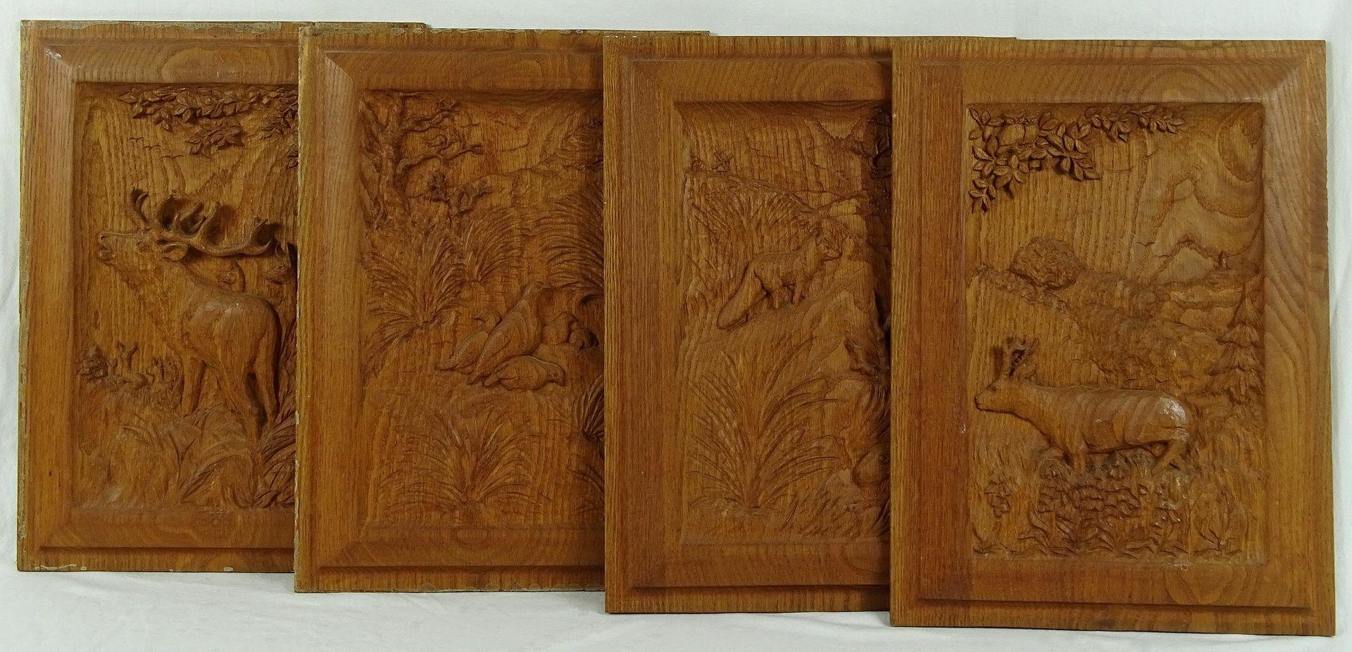 Vier jagdlich verschnitzte Holzbilder