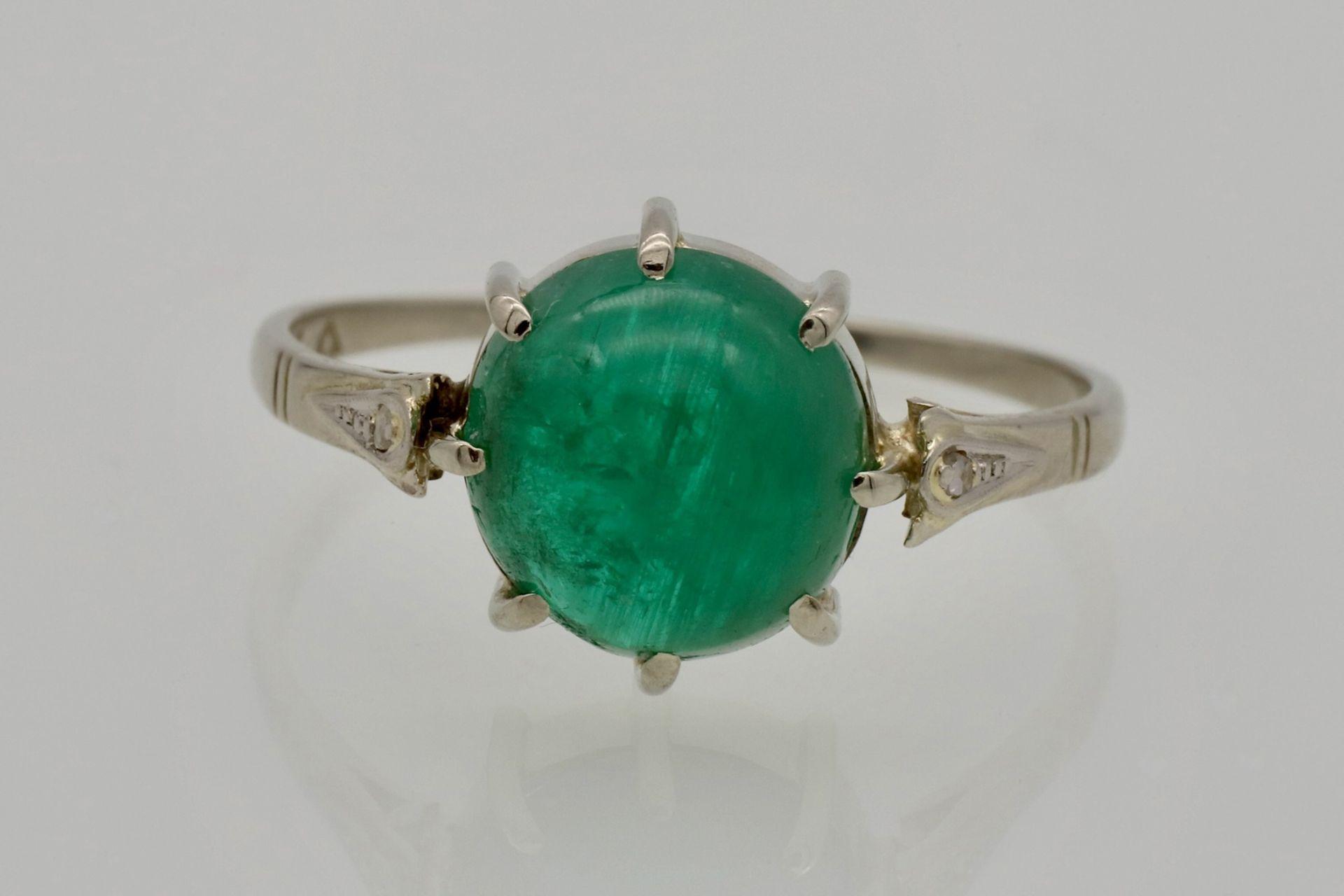 Weißgold-Ring mit Smaragd-Cabochon und Diamantrosen - Bild 3 aus 4