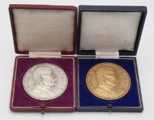 Zwei Medaillen zum Gedenken an Tomáš Garrigue Masaryk