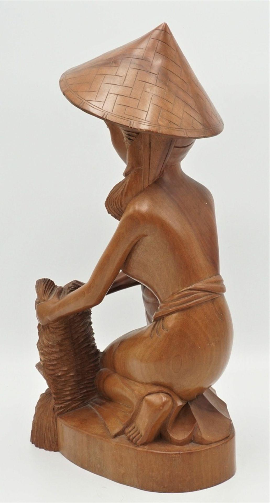 Barbusige Frau bei der Reisernte, Indonesien, 2. Hälfte 20. Jh. - Bild 2 aus 5