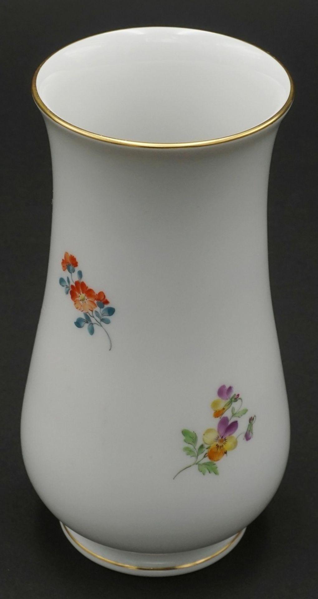 Meissen Vase mit Bunter Blume - Bild 2 aus 3