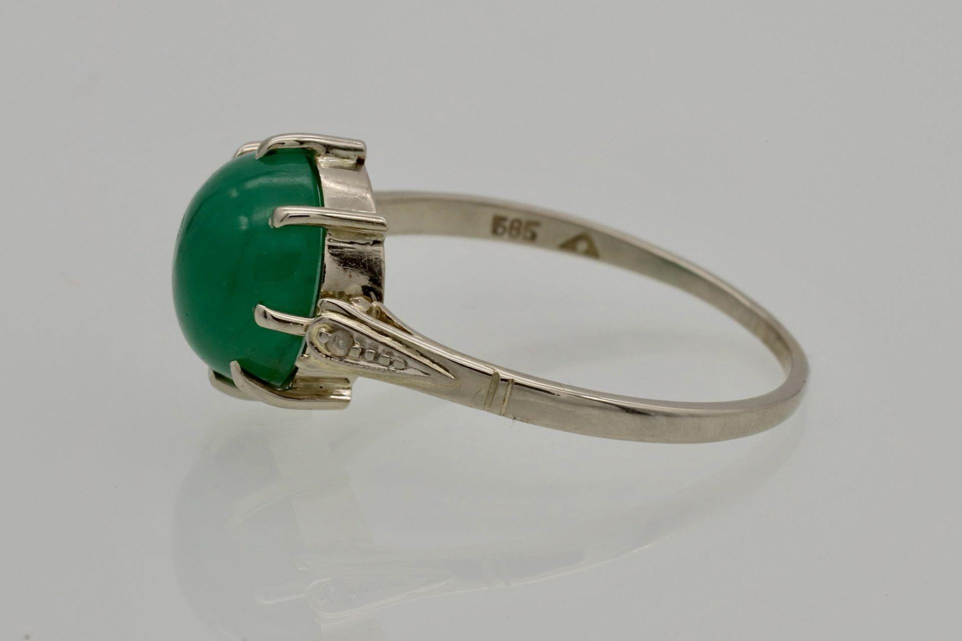 Weißgold-Ring mit Smaragd-Cabochon und Diamantrosen - Bild 2 aus 4
