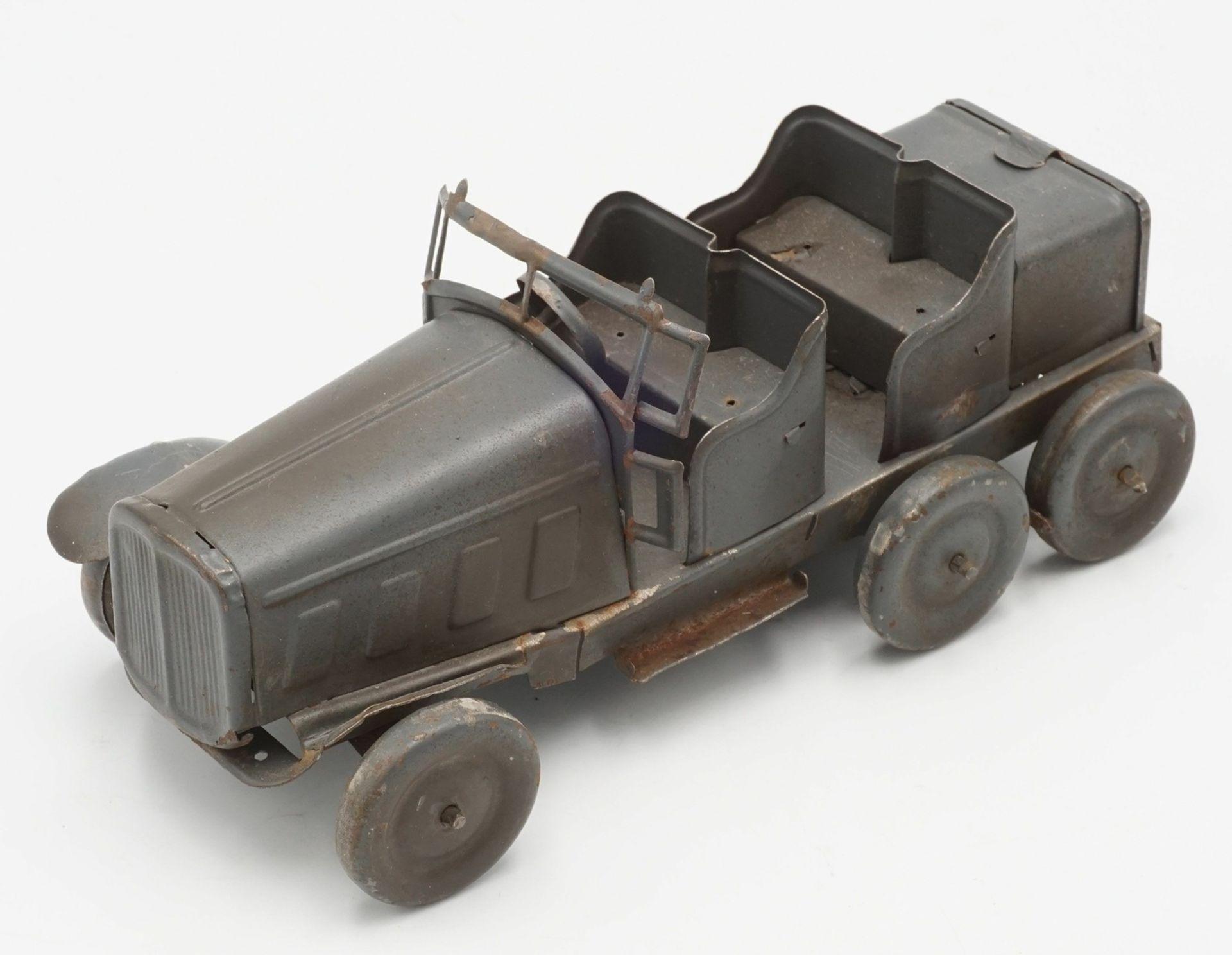 Zwei Blechautos und ein Blech Panzer - Bild 2 aus 7