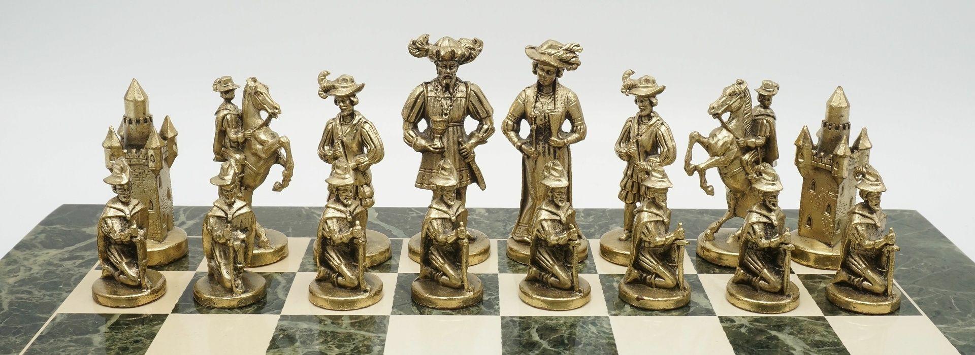Marmor-Schachbrett mit Figuren in historischem Gewand, Ende 20. Jh. - Bild 4 aus 4
