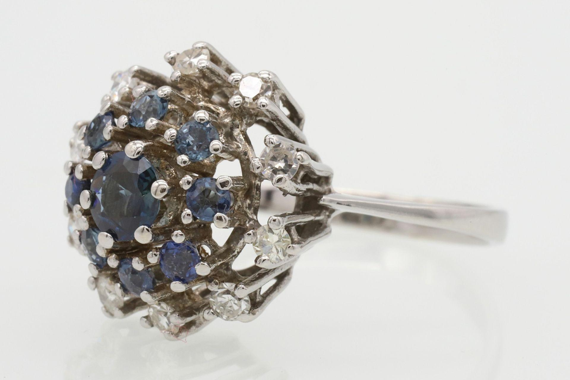 Entourage-Ring besetzt mit Saphir, Topasen und Diamanten