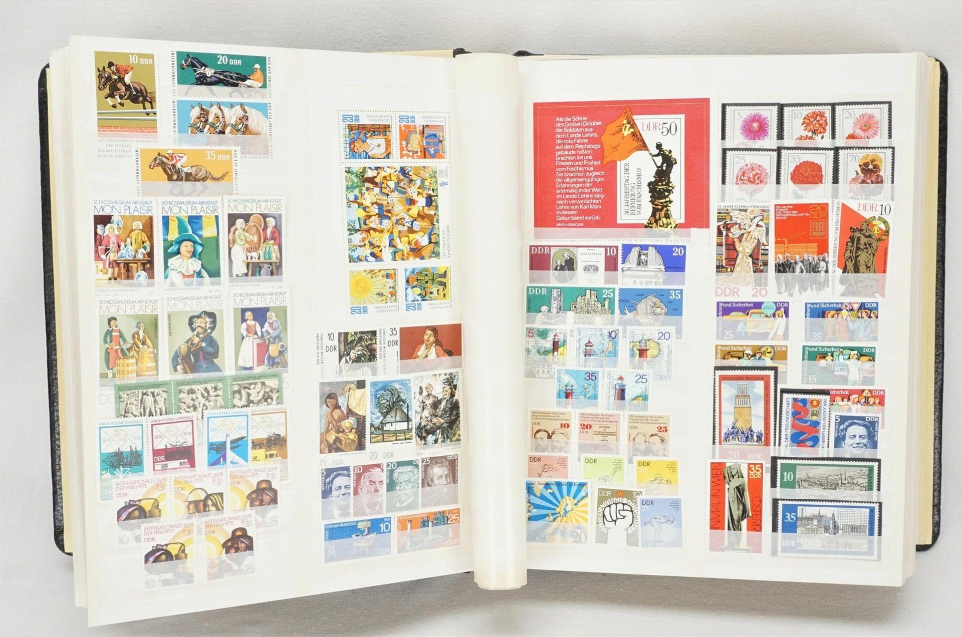 Ca. 1685 Briefmarken, Blocks und Ersttagsbriefe (FDCs), DDR - Bild 3 aus 3