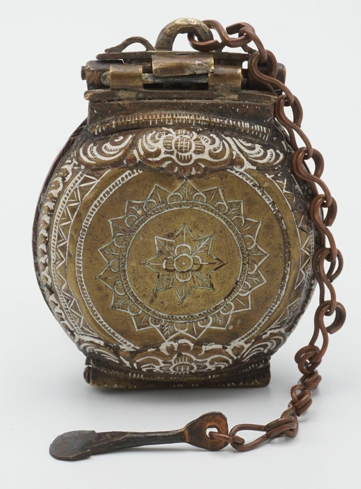 Liturgisches Gefäß / Deckeldose mit Spatel, Tibet, 19. Jh.