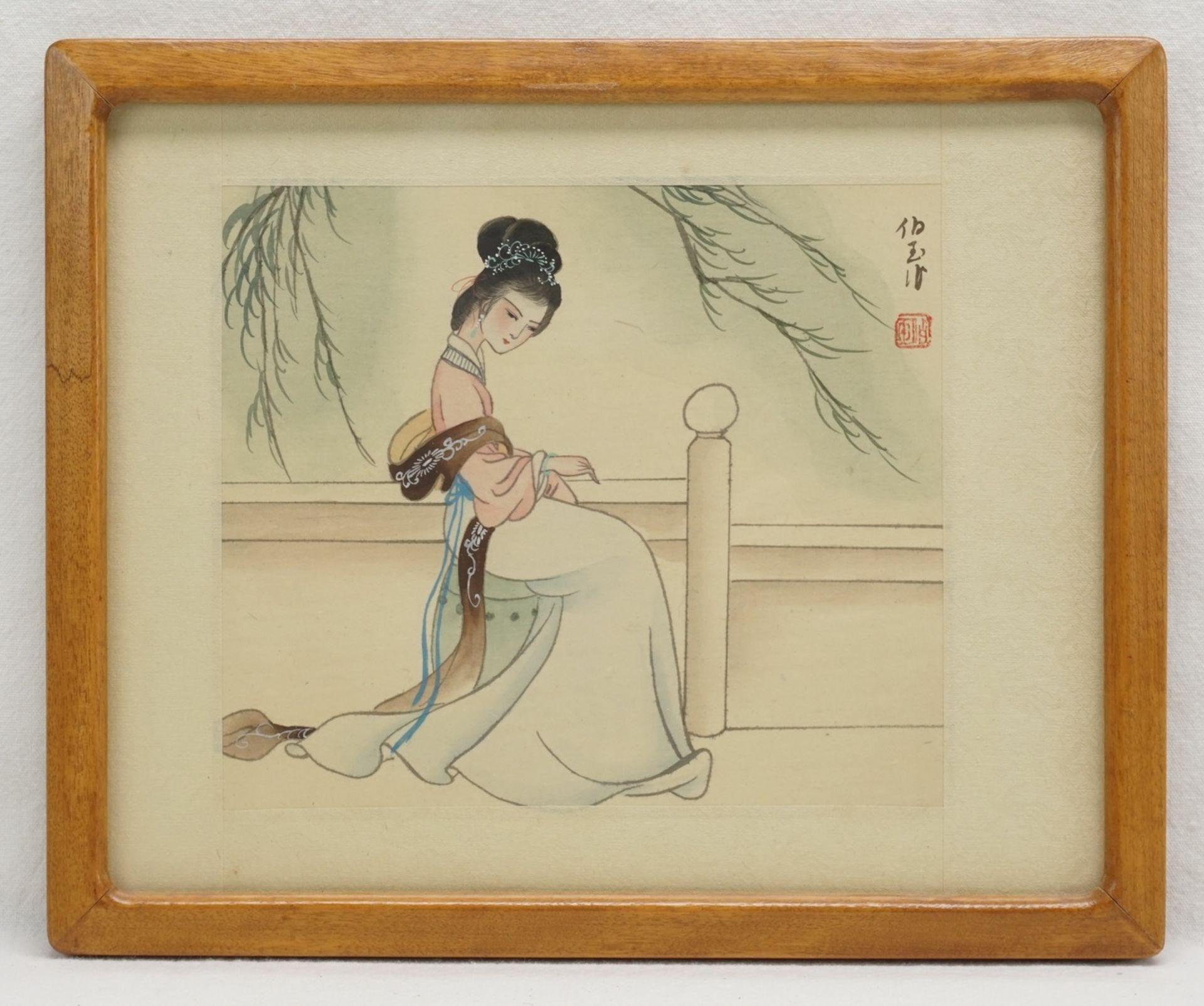 Drei japanische Seidenbilder mit Frauendarstellungen - Bild 3 aus 4
