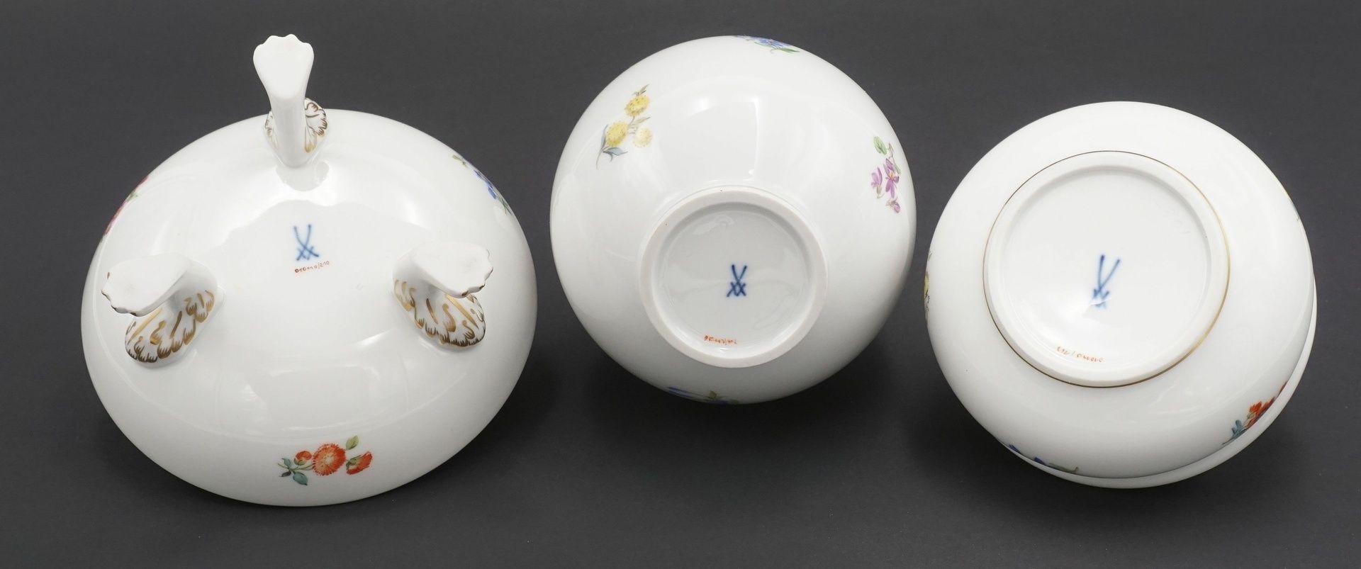 Meissen Fußschale, Vase und Deckeldose mit Streublümchen - Bild 5 aus 5
