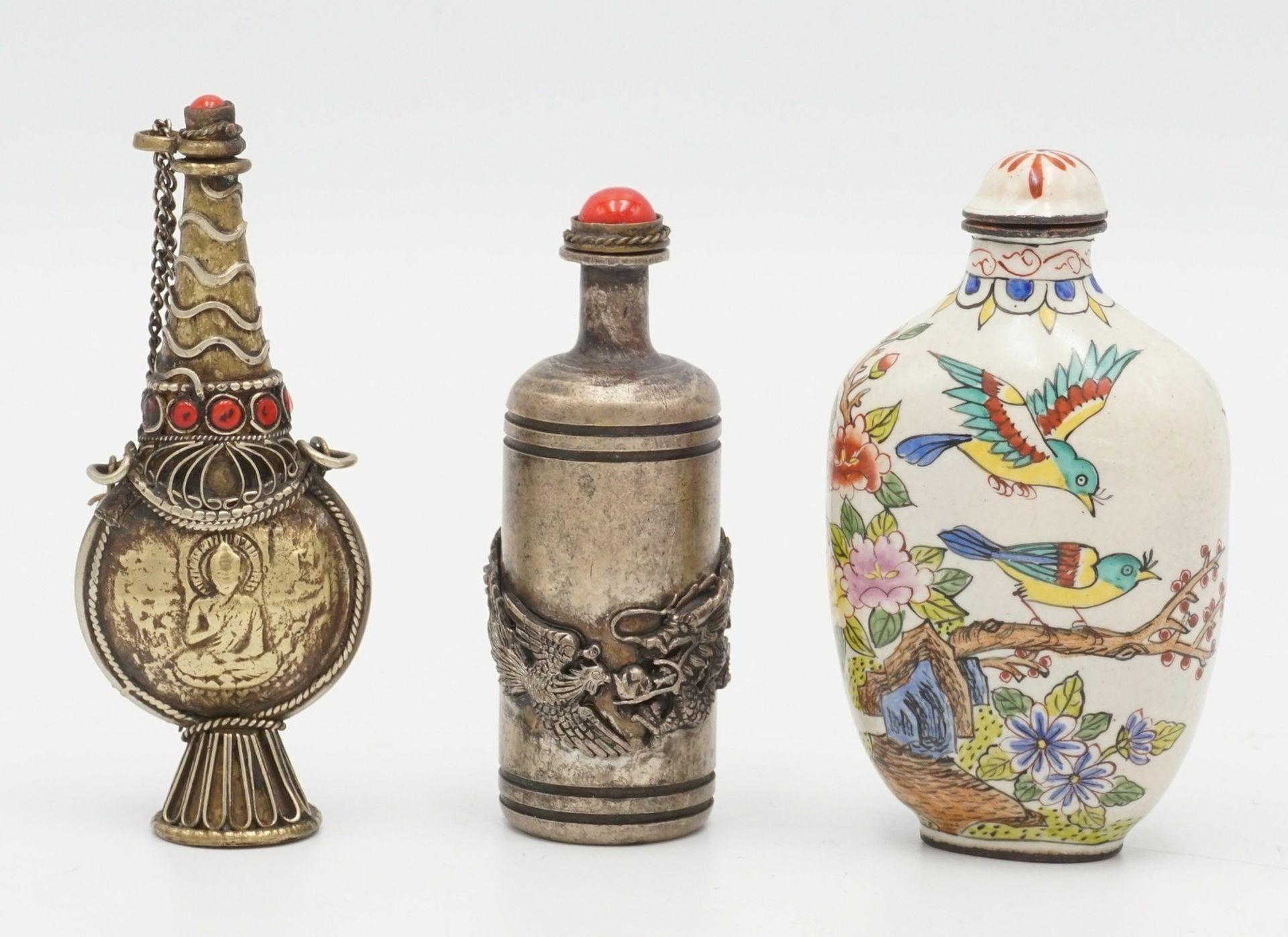 Drei Snuff Bottles, China, um 1900