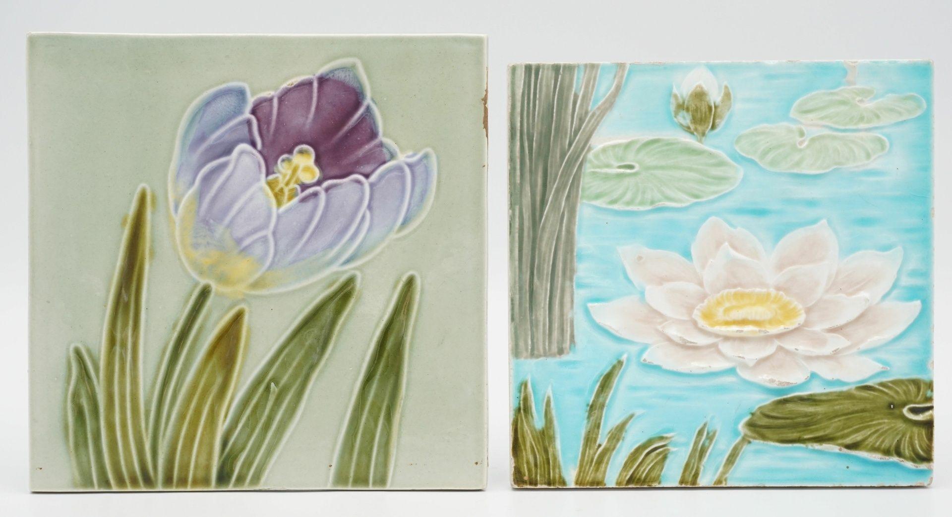Zwei florale Jugendstil-Fliesen