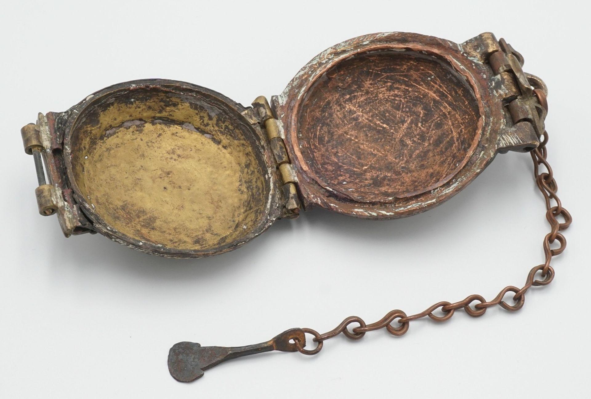Liturgisches Gefäß / Deckeldose mit Spatel, Tibet, 19. Jh. - Bild 3 aus 4