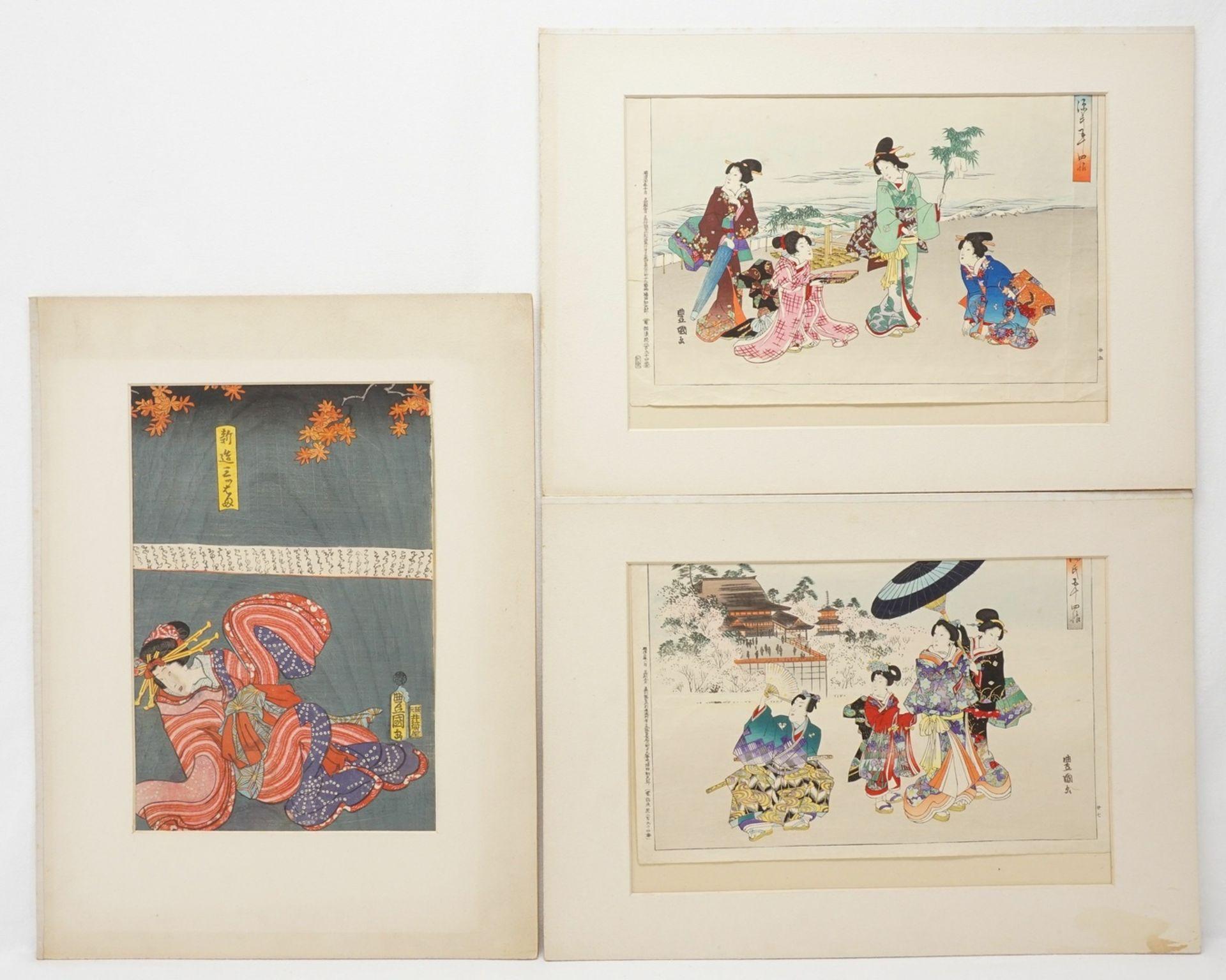 Drei Holzschnitte mit Frauen, Japan, wohl 2. Hälfte 19. Jh.