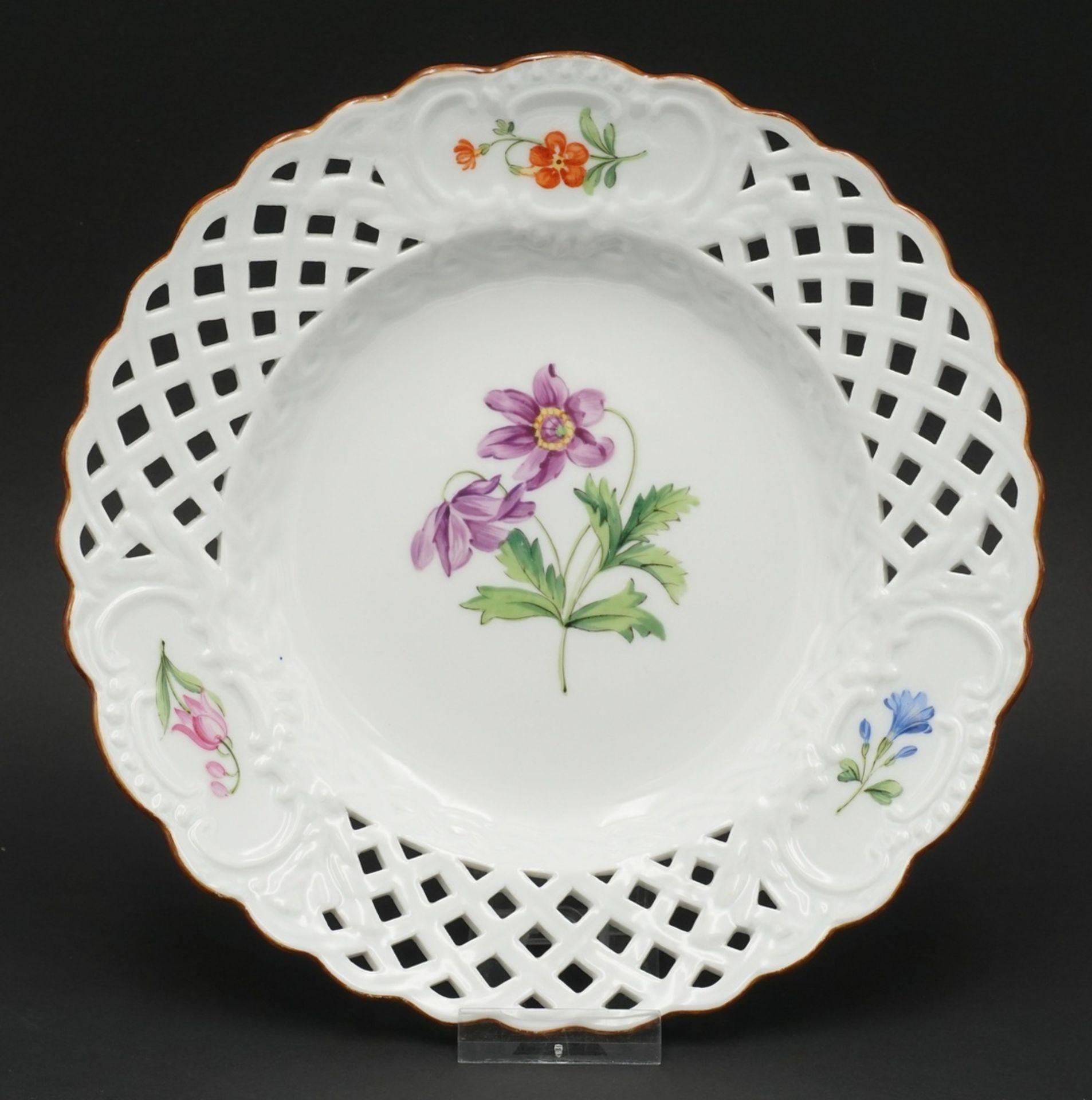 Meissen Teller und Durchbruchteller mit Blumenmalerei - Bild 4 aus 5