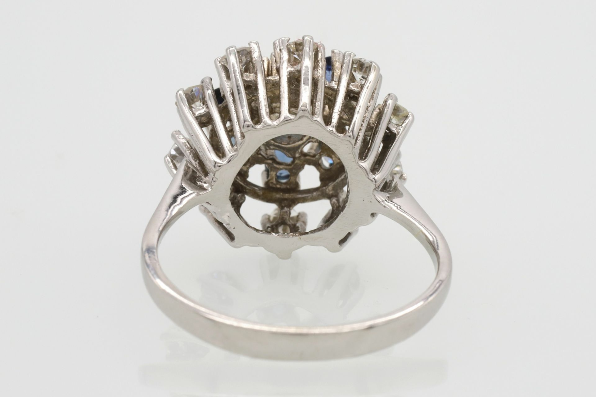 Entourage-Ring besetzt mit Saphir, Topasen und Diamanten - Bild 5 aus 5