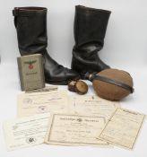 Konvolut I. / II. Weltkrieg, Dokumente, Stiefel und Wasserflasche