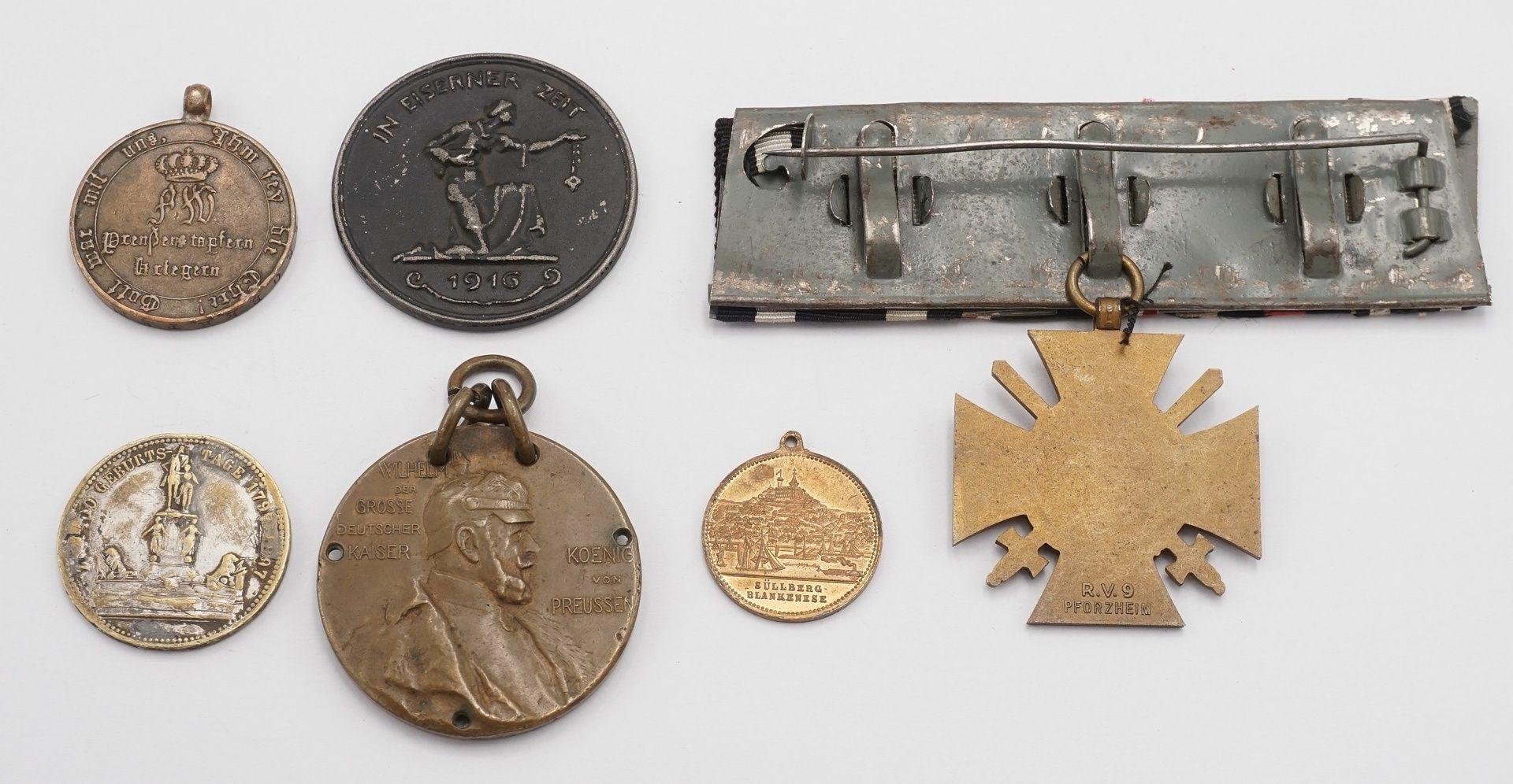 Konvolut preußischer Medaillen und eine Ordensspange - Bild 2 aus 2