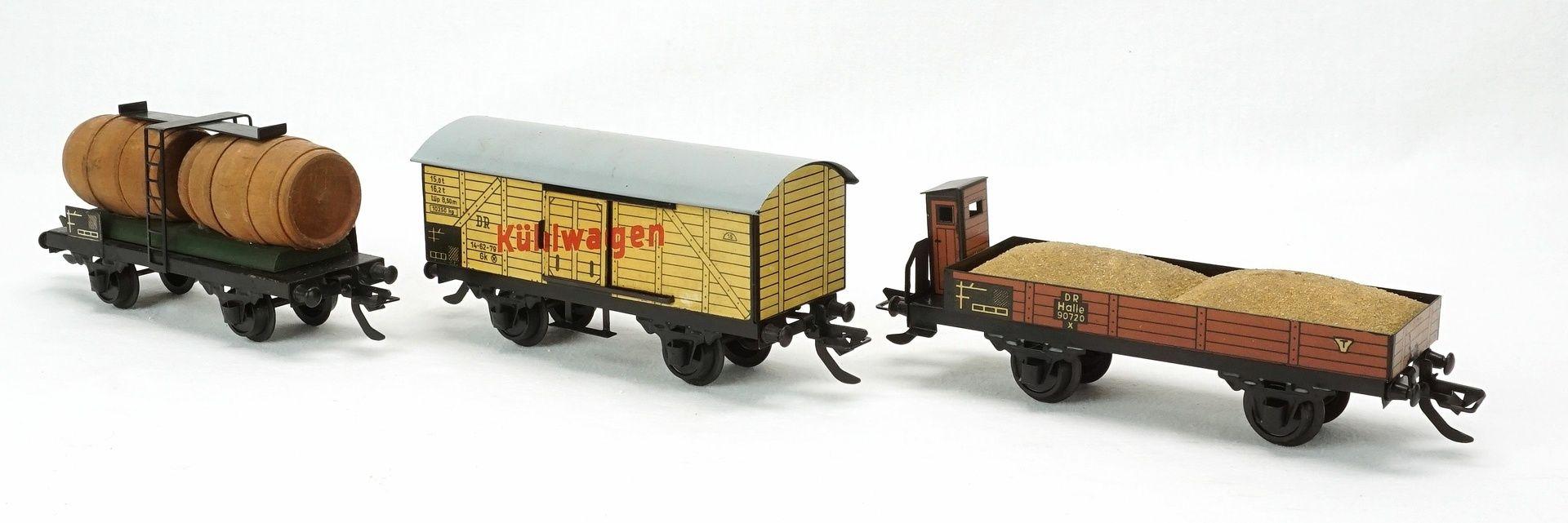 Fünf Zeuke Bahnen Personen- und Güterwagen, Spur 0, 2. Hälfte 20. Jh. - Bild 5 aus 5