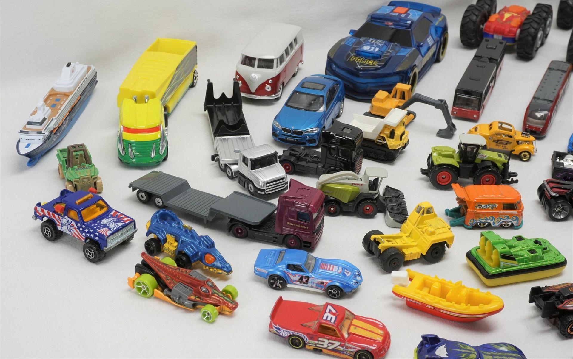 67 Modellfahrzeuge - Bild 3 aus 4