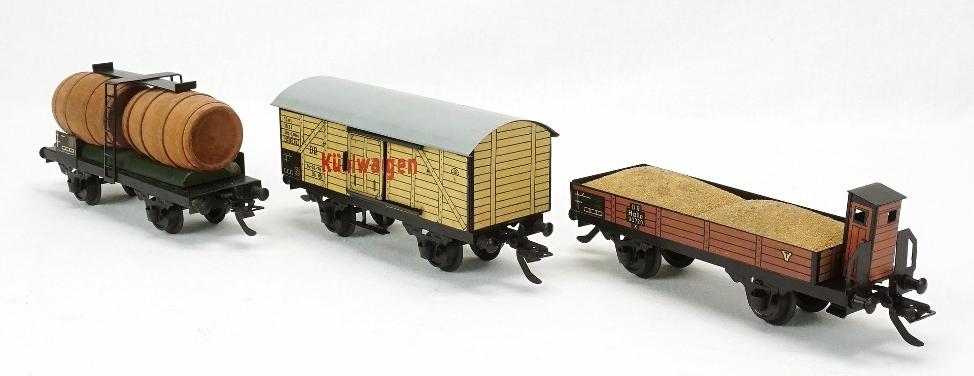 Fünf Zeuke Bahnen Personen- und Güterwagen, Spur 0, 2. Hälfte 20. Jh. - Bild 4 aus 5