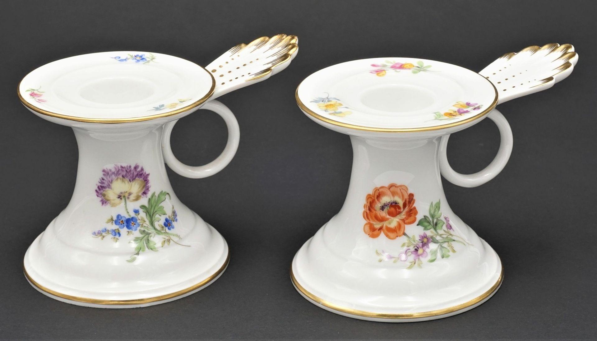 Zwei Meissen Tischleuchter / Kerzenständer mit Bunter Blume
