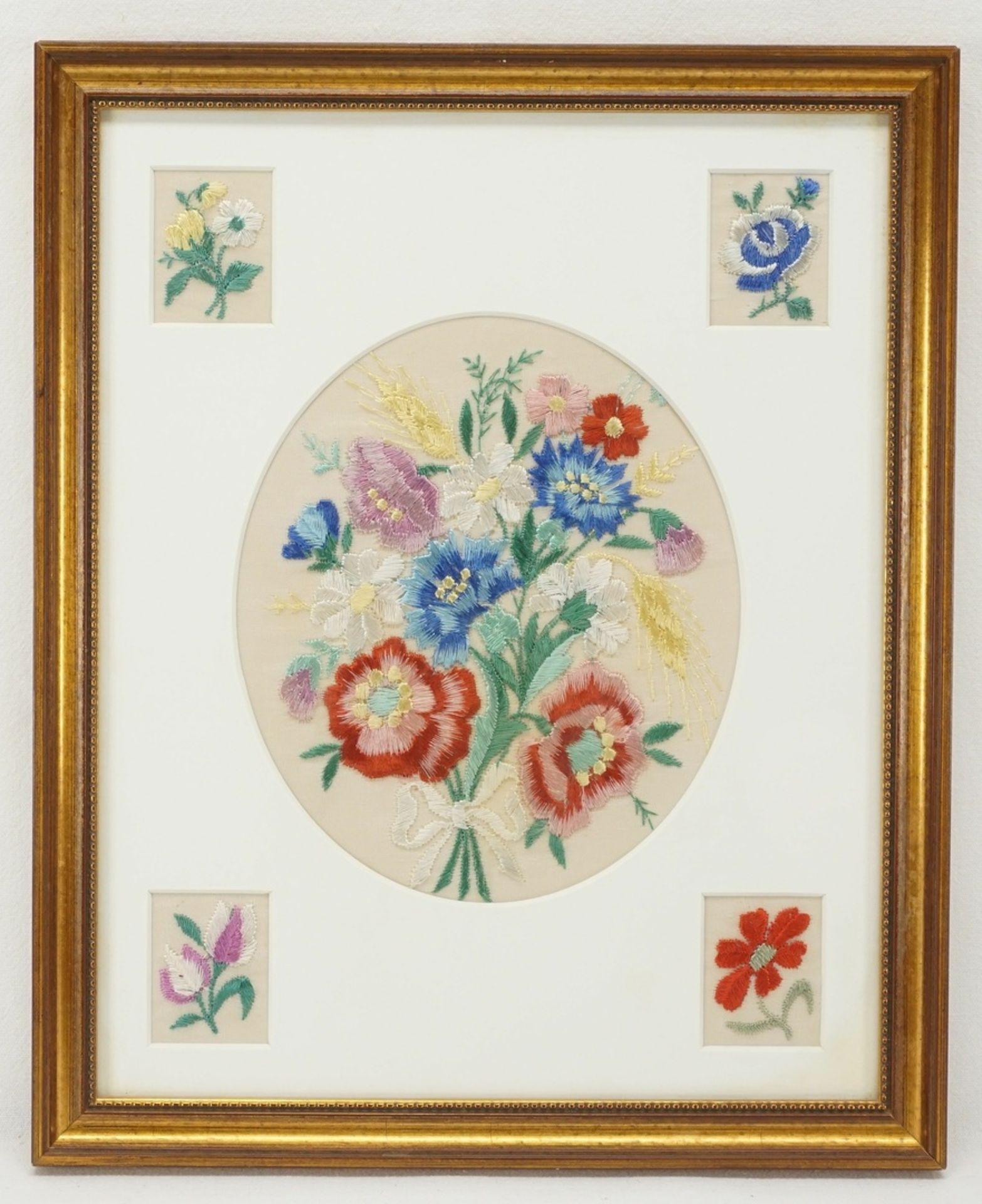 Vier Blumenbilder Seidenstickerei - Bild 2 aus 5