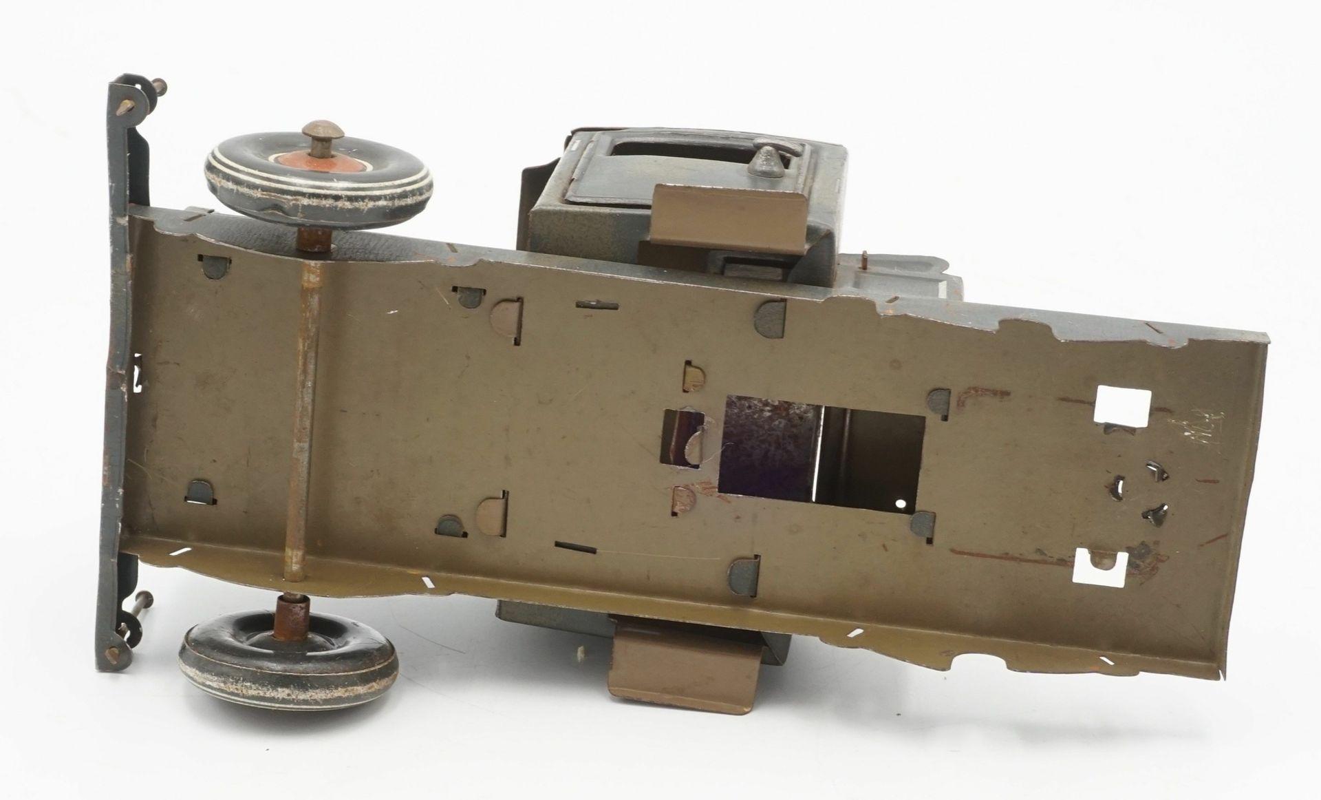 Zwei Blechautos und ein Blech Panzer - Bild 5 aus 7