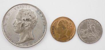 Drei britische Andenkenmünzen
