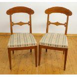 Zwei Stühle im Biedermeierstil, Nussbaum