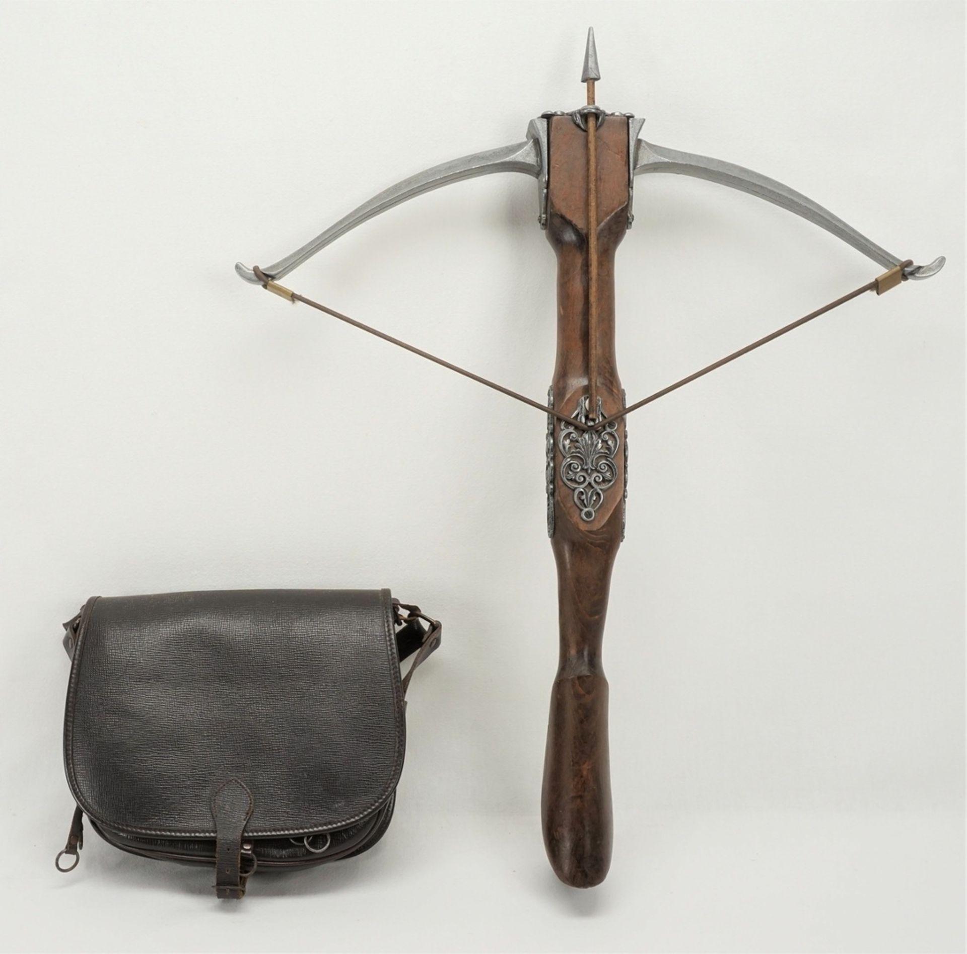 Armbrust und Jagdtasche