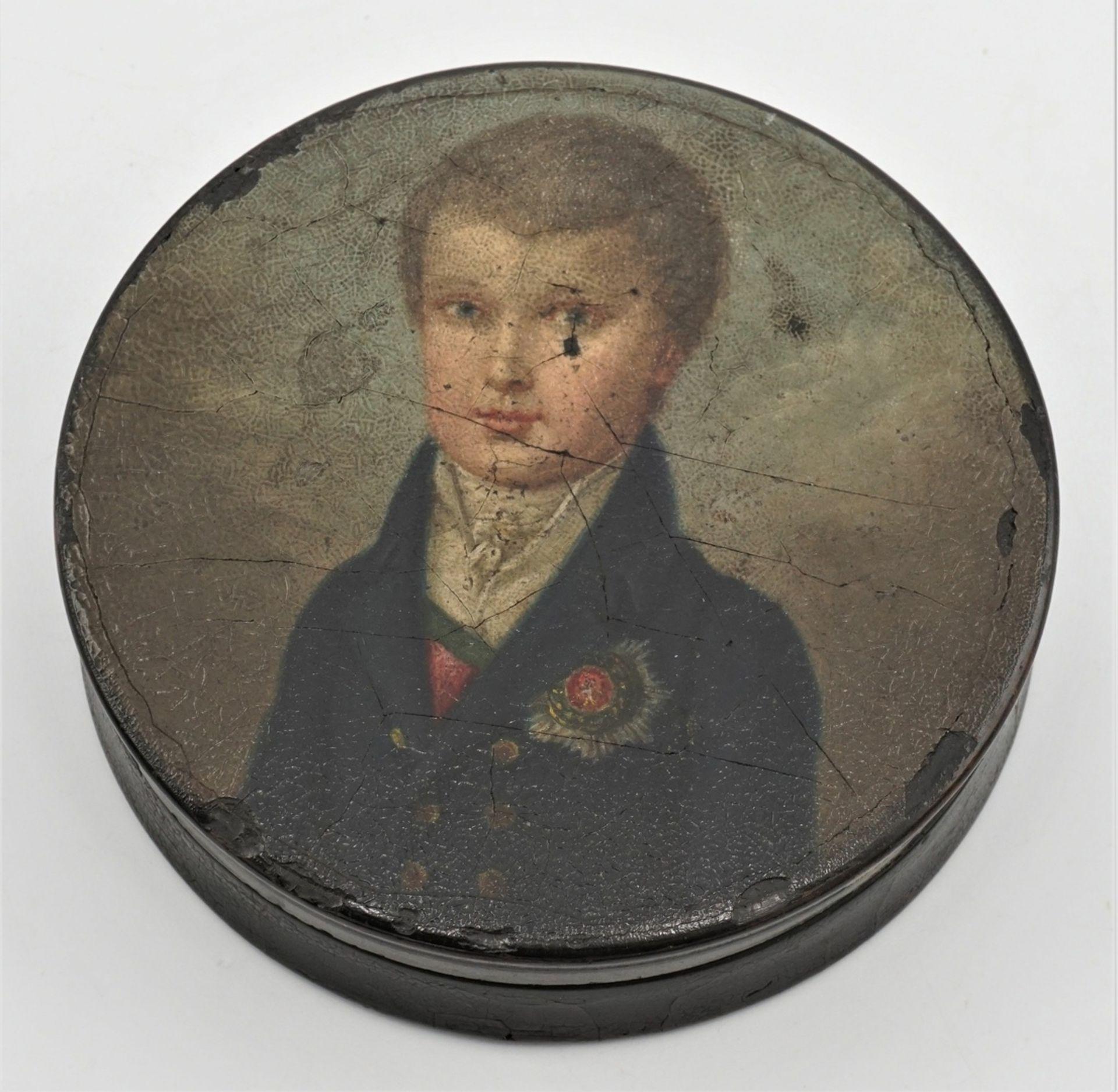 Schnupftabakdose mit Porträt eines preußischen Knaben mit Bruststern, um 1820