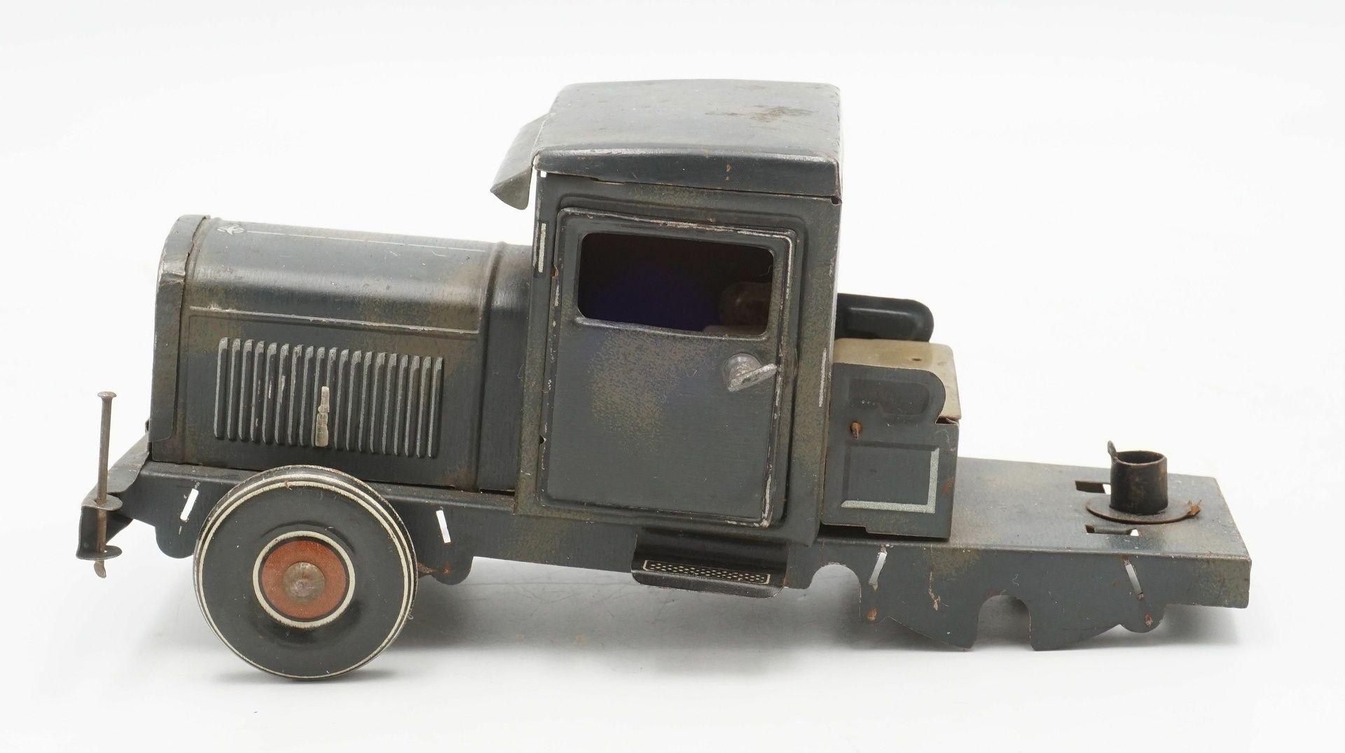 Zwei Blechautos und ein Blech Panzer - Bild 4 aus 7