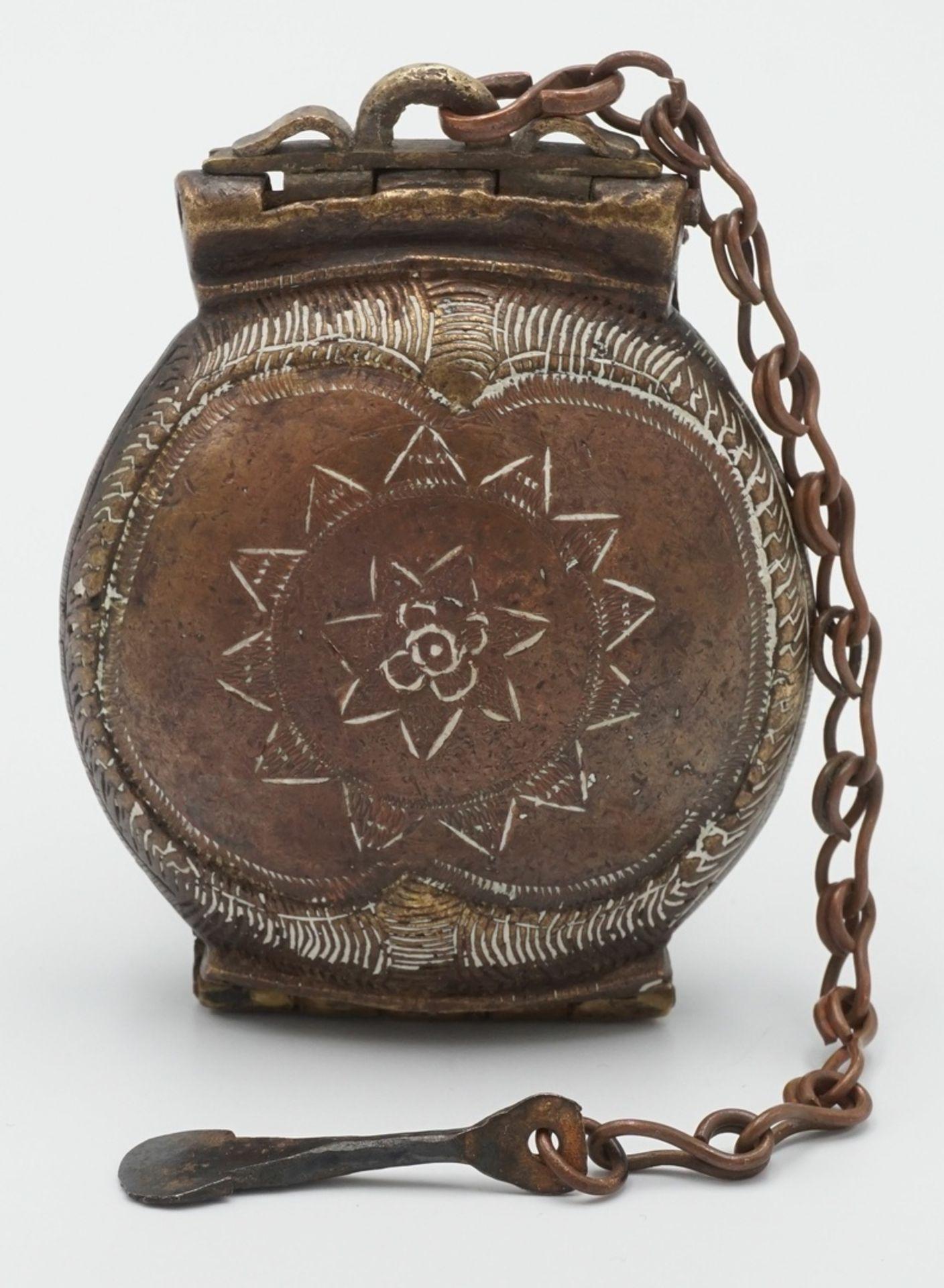 Liturgisches Gefäß / Deckeldose mit Spatel, Tibet, 19. Jh. - Bild 2 aus 4