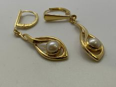 18ct gold pearl earrings