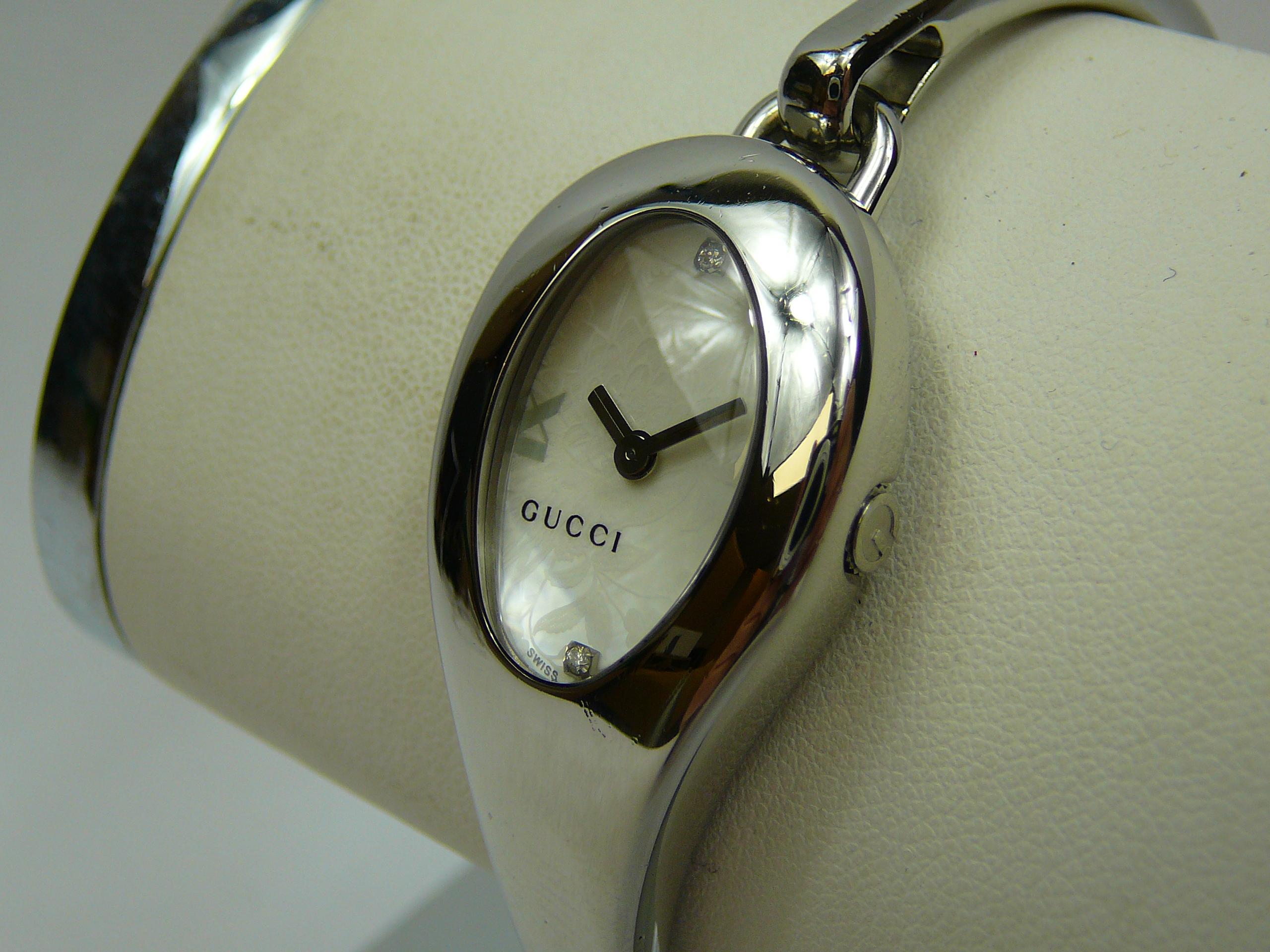 Ladies Gucci Bangle Wrist Watch - Image 2 of 3