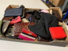Box of wallets approx. 50 units.