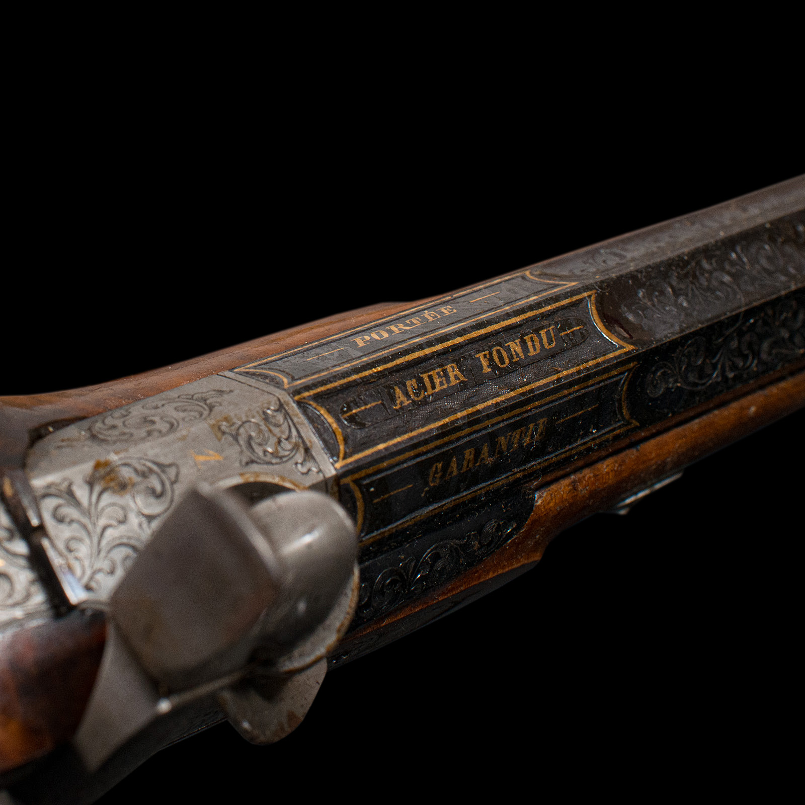 A boxed pair of 19th century officers percussion pistols. 9.5 inch octagonal blued barrels. Movement - Image 6 of 14