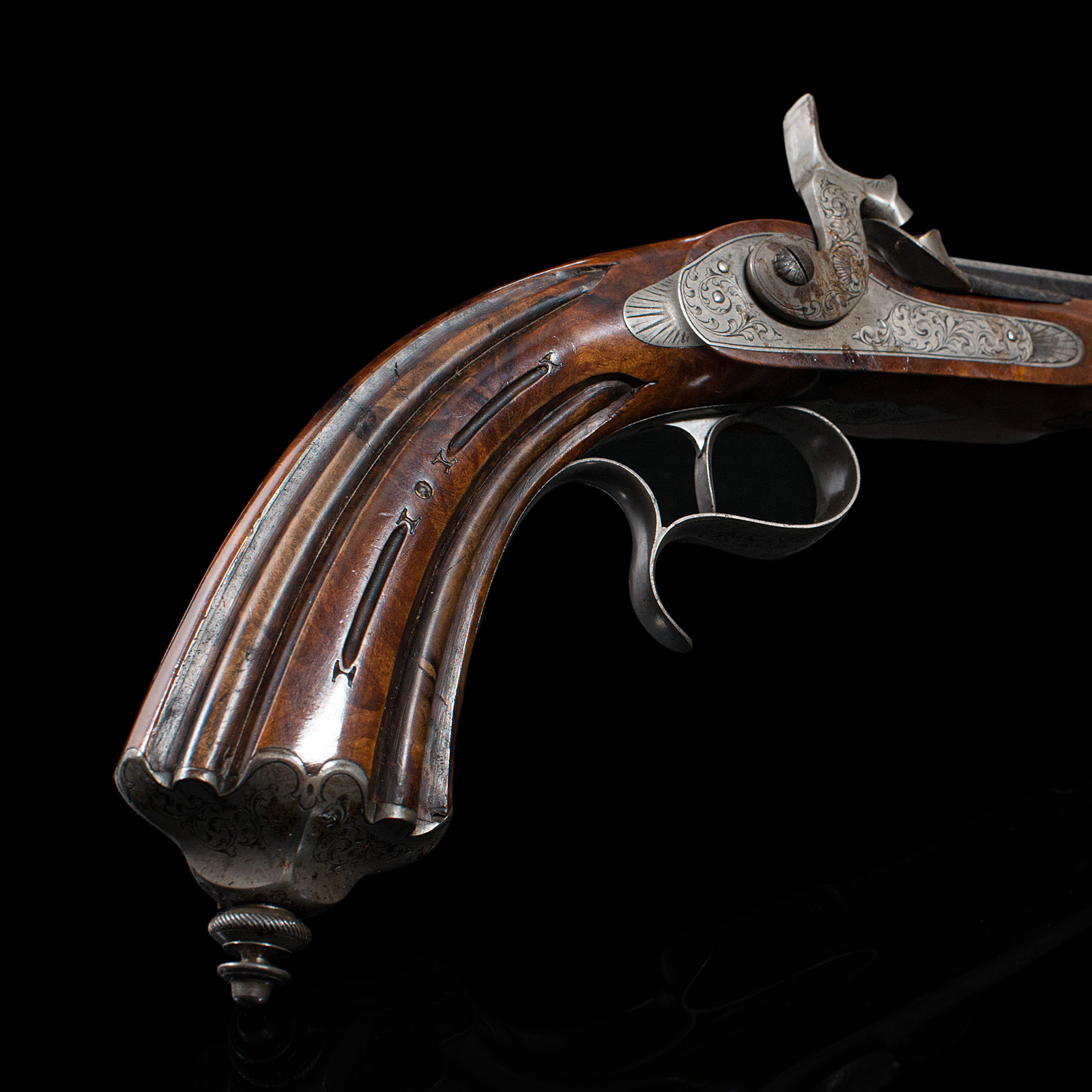 A boxed pair of 19th century officers percussion pistols. 9.5 inch octagonal blued barrels. Movement - Image 3 of 14