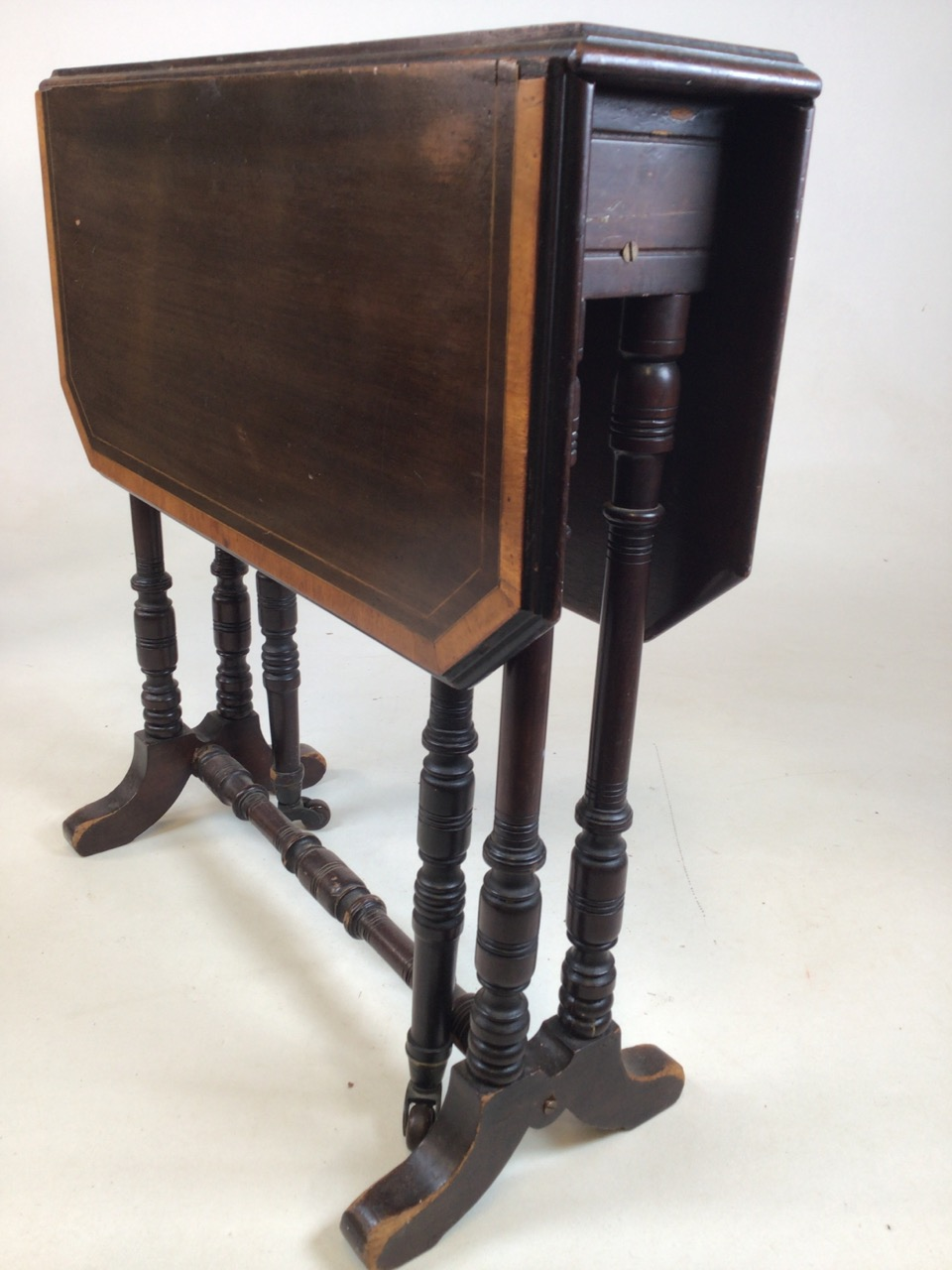 A small Edwardian mahogany inlaid Sutherland table with turned legs and stretcher with ceramic - Image 9 of 9
