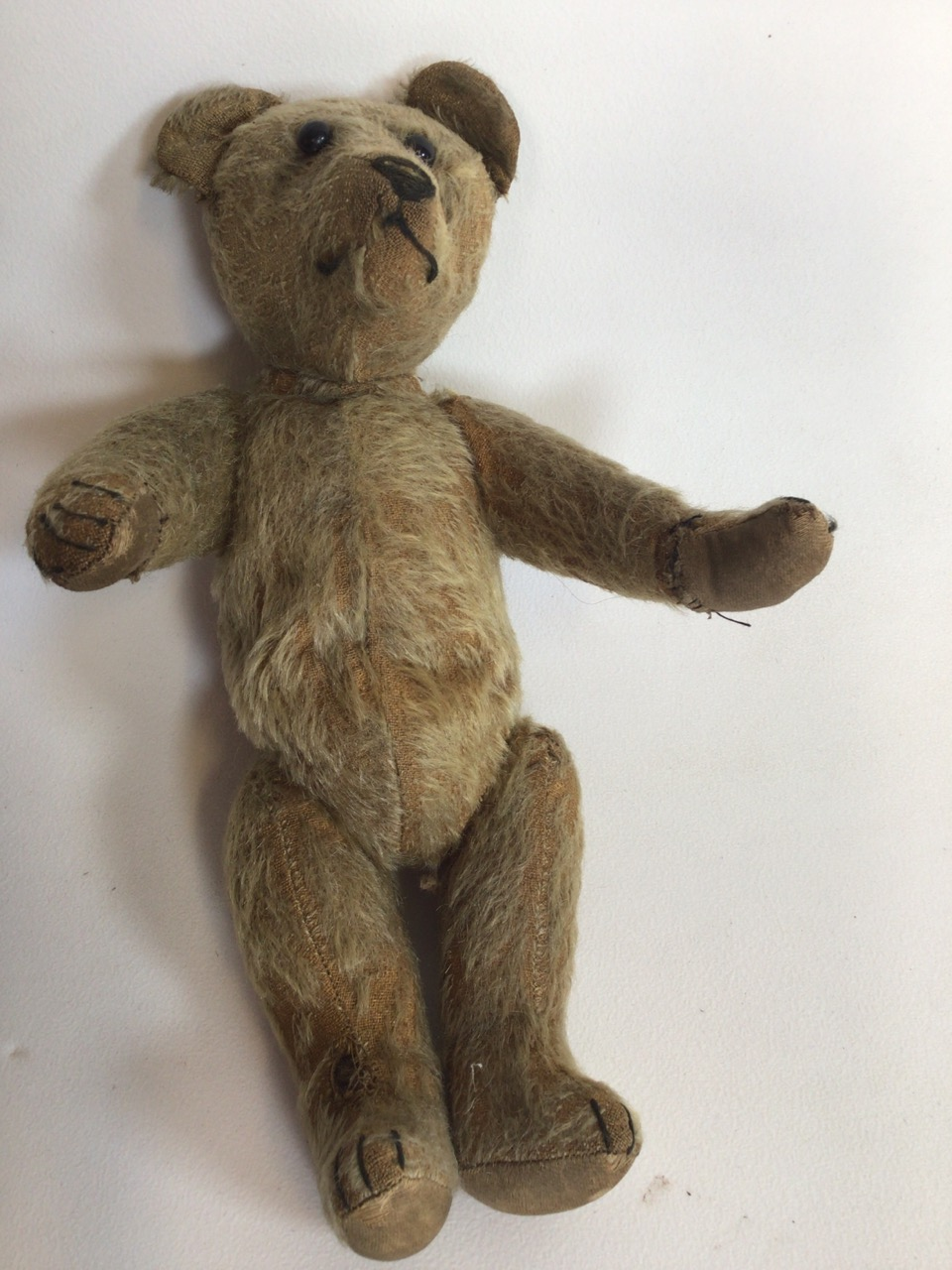 An early 1900s, assumed to be, Stieff bear with original shoe black button eyes and hump back. H: - Image 8 of 9