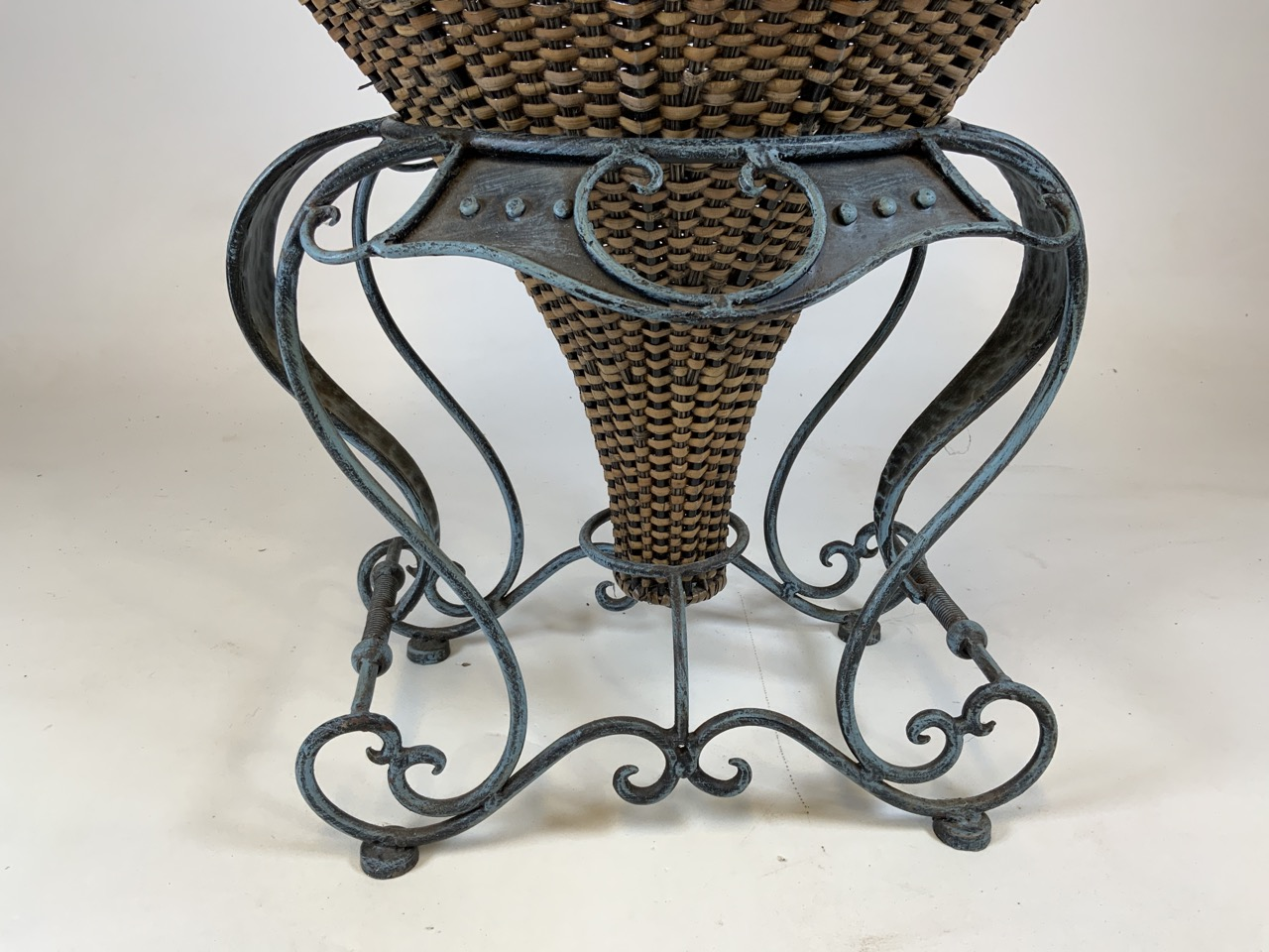 A large wicker conservatory vase in stand with metal hoop handles and decorative metal top. W:24cm x - Image 4 of 5
