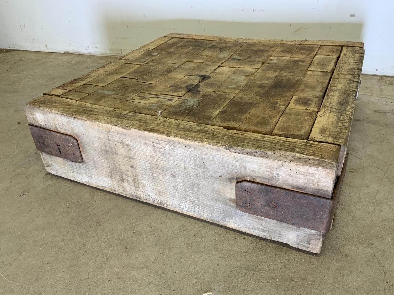 A square butchers block, without base. W:62cm x D:62cm x H:18cm - Image 3 of 5