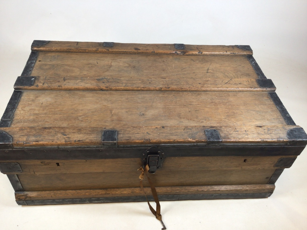 A large 19th century lead trunk with metal bound edges. W:97cm x D:60cm x H:36cm - Image 3 of 9