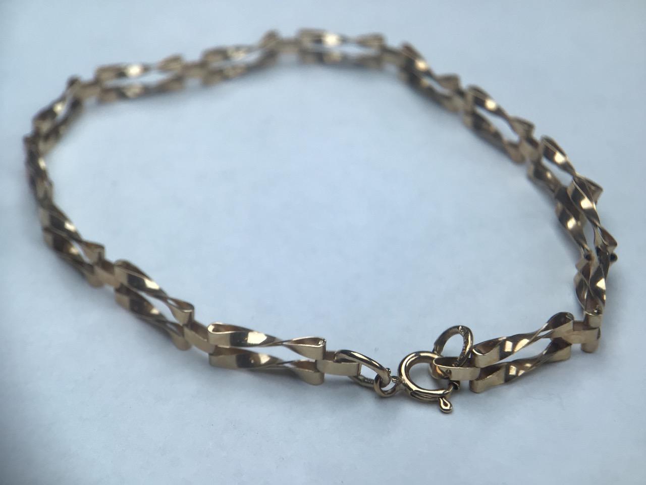 9ct gold fancy link bracelet. 1.8g 16cm - Image 2 of 4