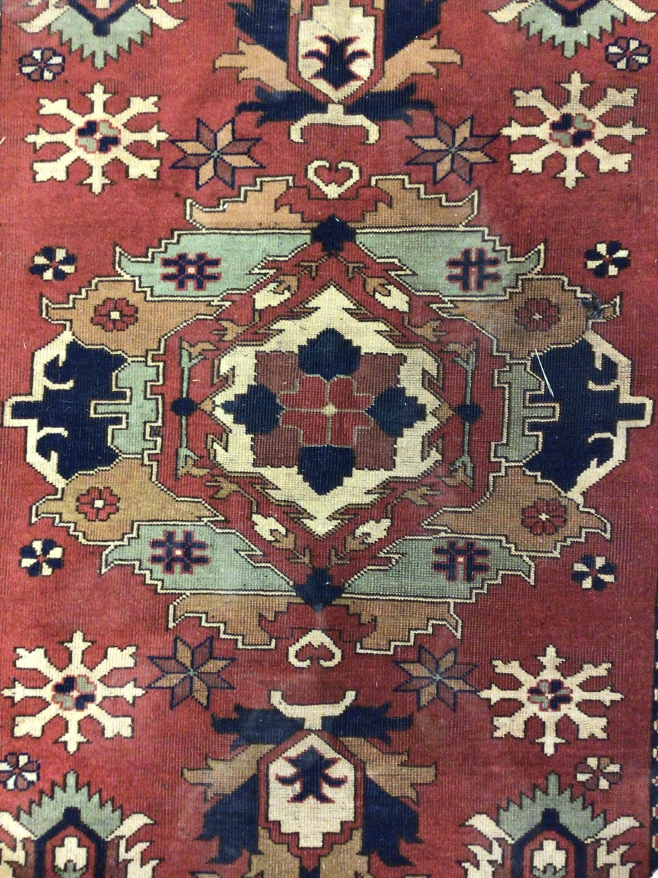 A Persian Hamadan rug with terracotta ground surrounded by a large cream border. W:173cm x H:120cm - Image 2 of 4