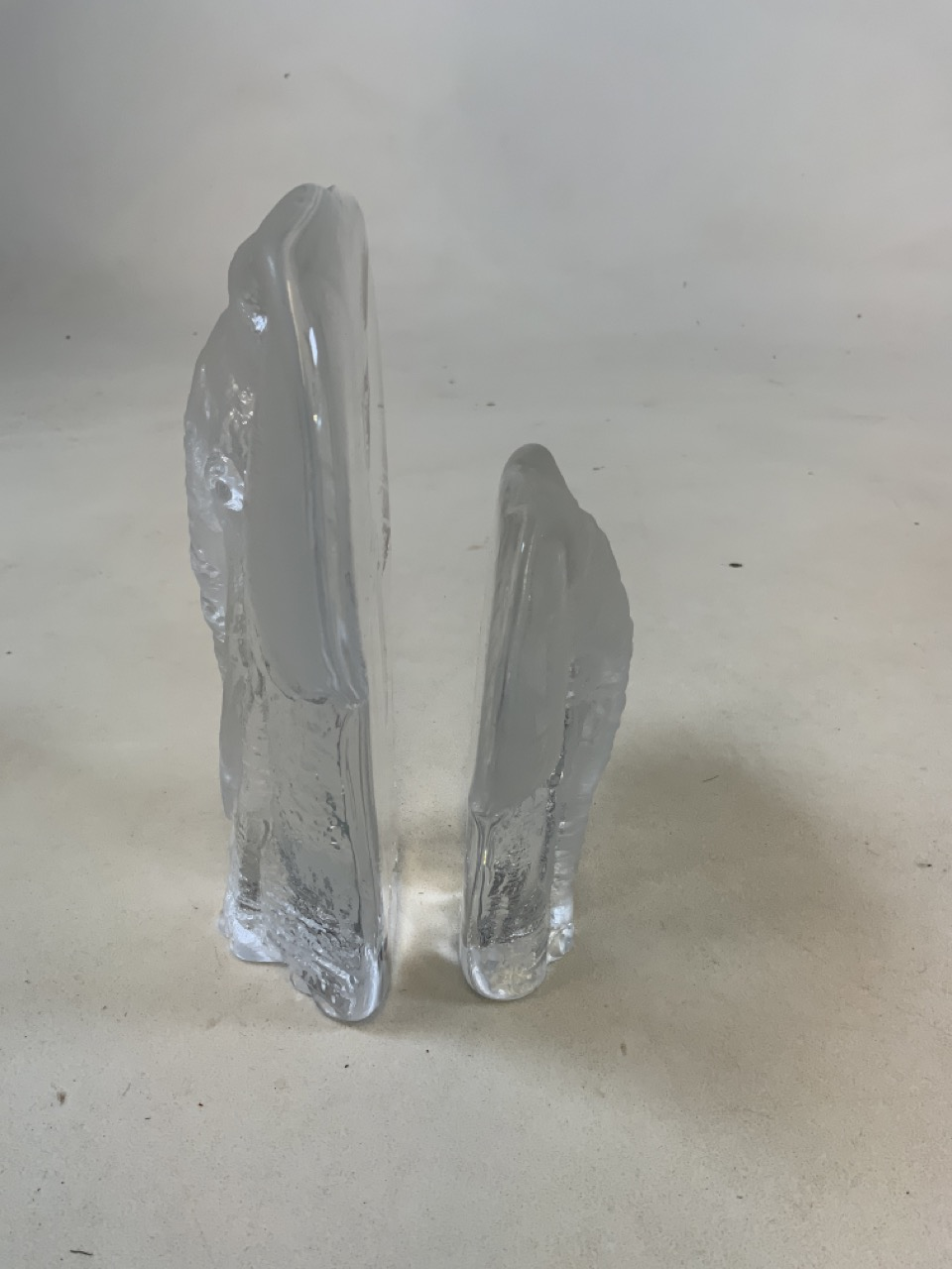 Two Mats Jonasson Swedish frosted glass elephant paperweights signed. The largest 20cm high x 16cm - Image 6 of 6