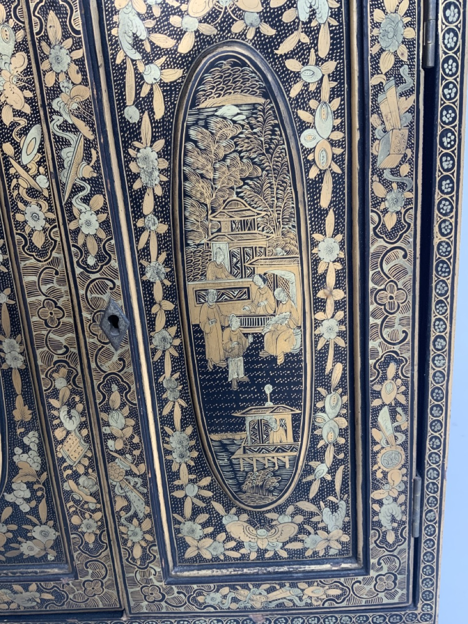 A black lacquered Japanese jewellery chest of five drawers with extensive gilt painted decoration - Image 7 of 13