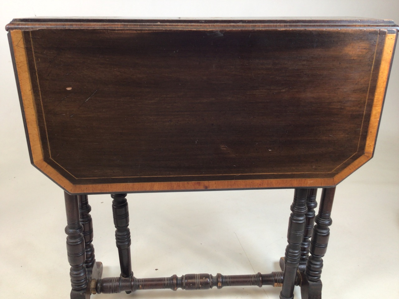 A small Edwardian mahogany inlaid Sutherland table with turned legs and stretcher with ceramic - Image 6 of 9