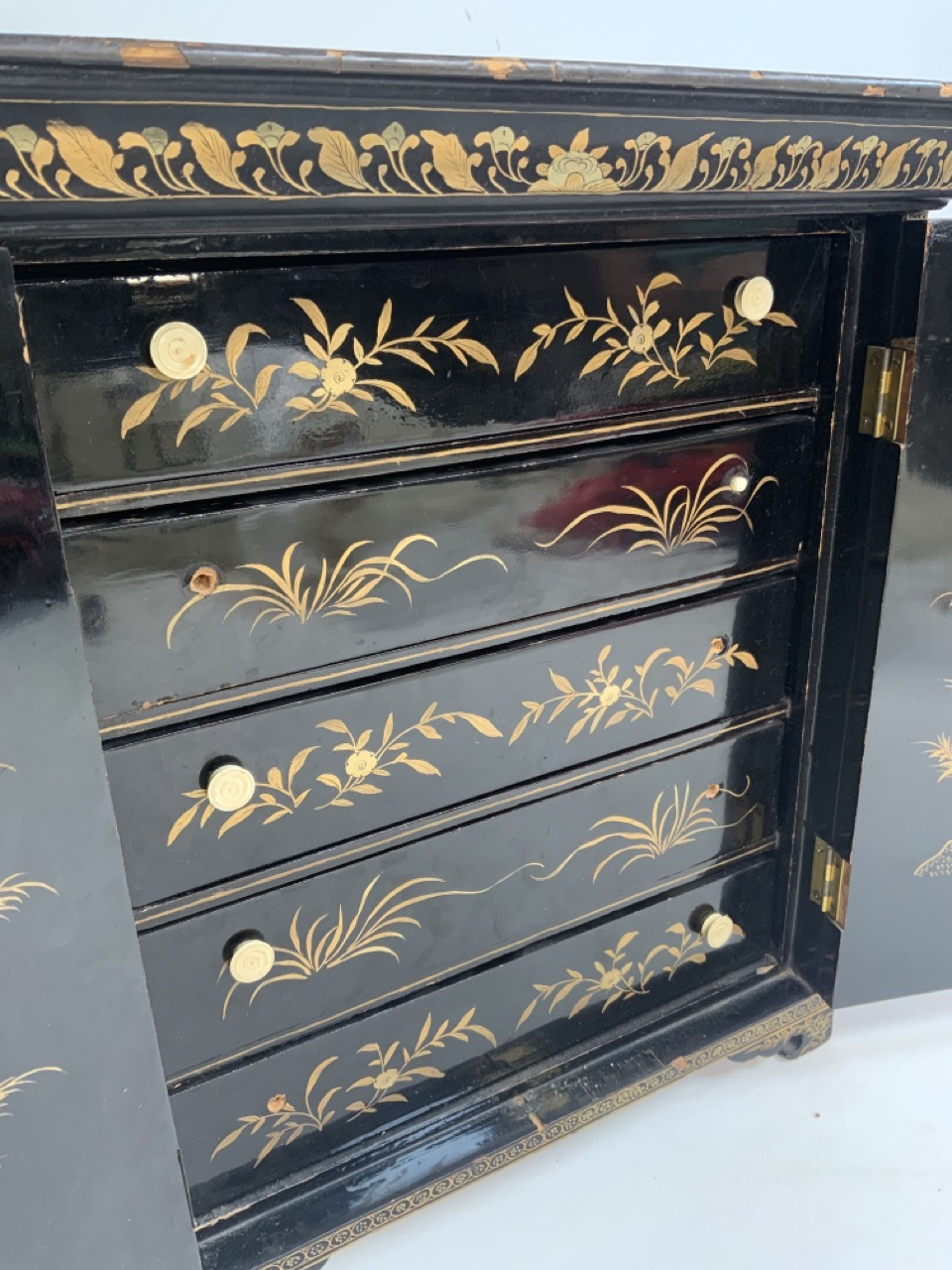 A black lacquered Japanese jewellery chest of five drawers with extensive gilt painted decoration - Image 4 of 13