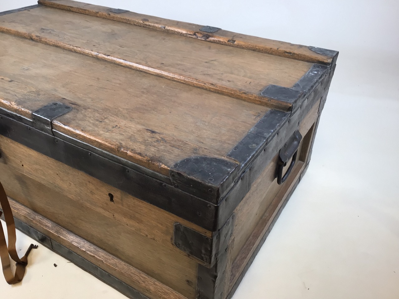 A large 19th century lead trunk with metal bound edges. W:97cm x D:60cm x H:36cm - Image 7 of 9